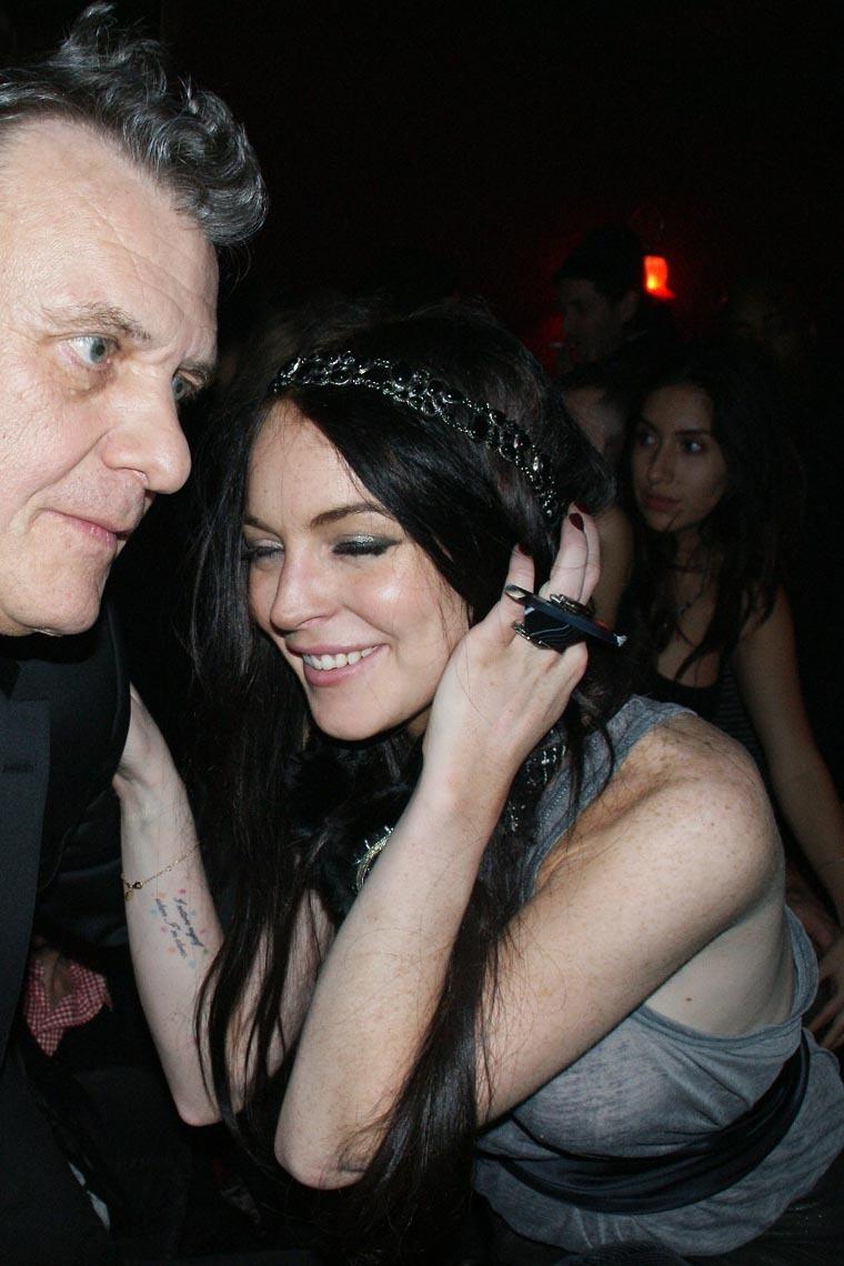 Christina ricci gets drunk w lindsay lohan at paris after party