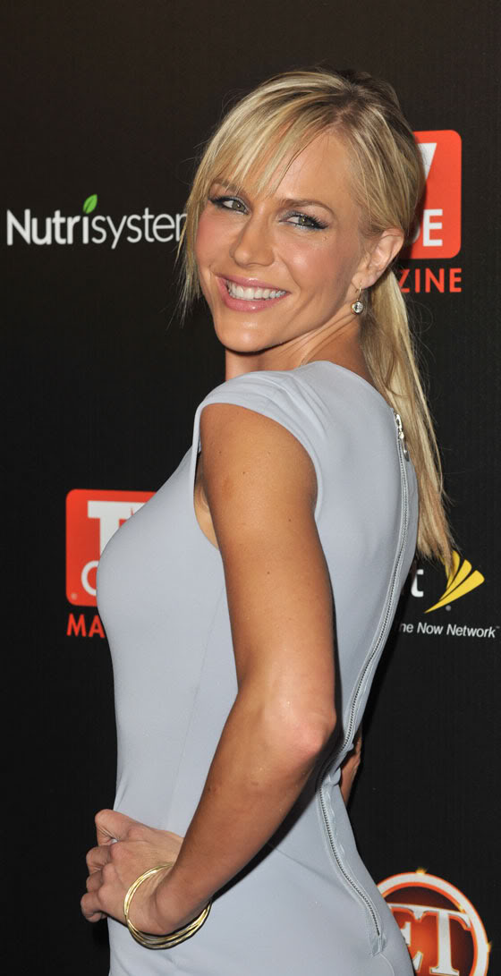 So in the meantime i m posting these pictures of julie benz dexter