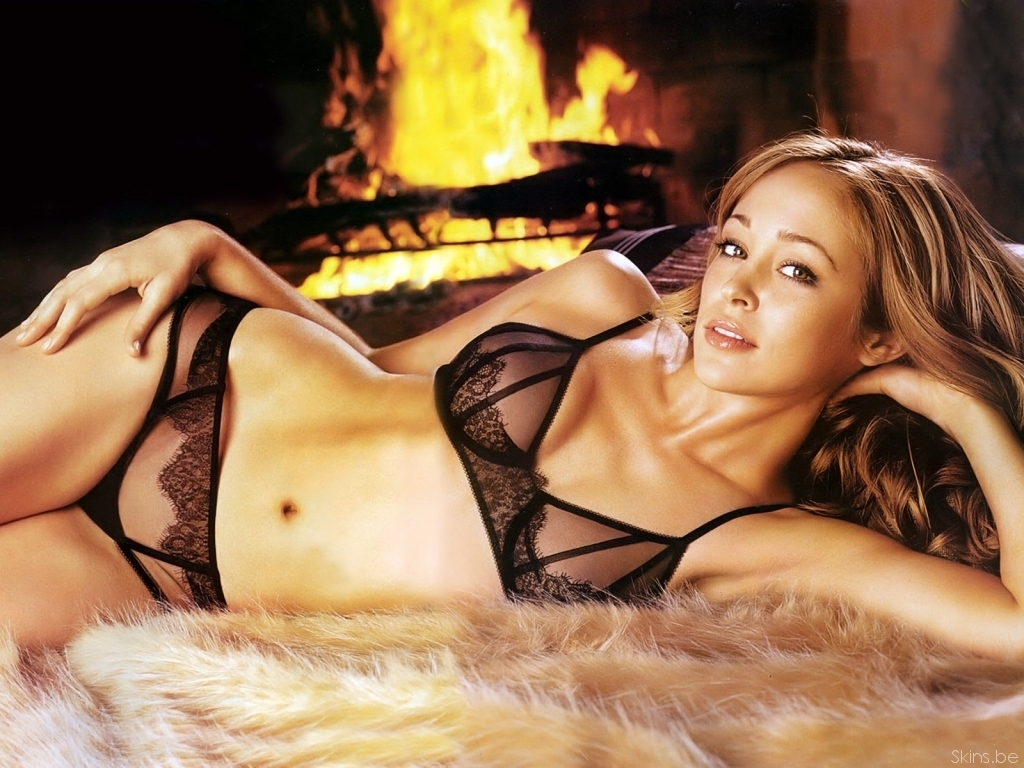 A Nude Autumn Reeser Gives Antonio Banderas a 'Big Bang'