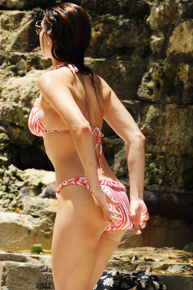 Kelly brook bare ass