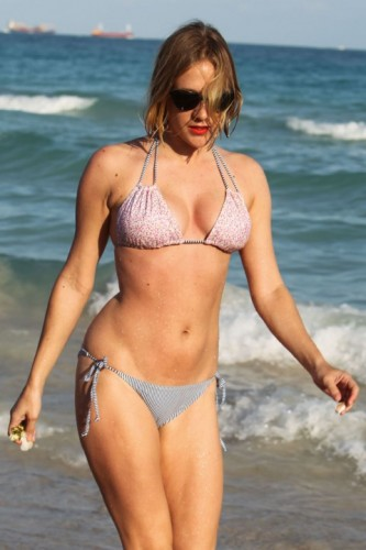 chloe-sevigny-bikini