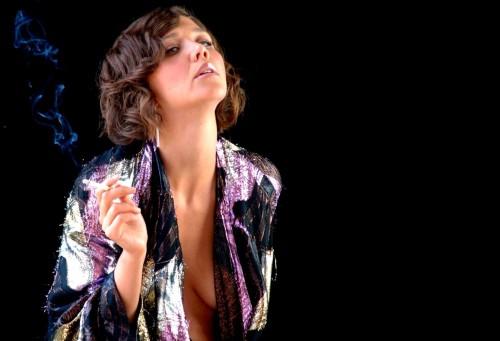 Maggie-Gyllenhaal-smoking-boob