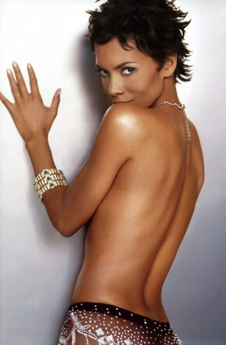 Halle-Berry-Topless