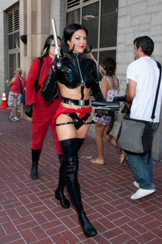 Adrianne-Curry-Sexy-Costume-Comic-Con