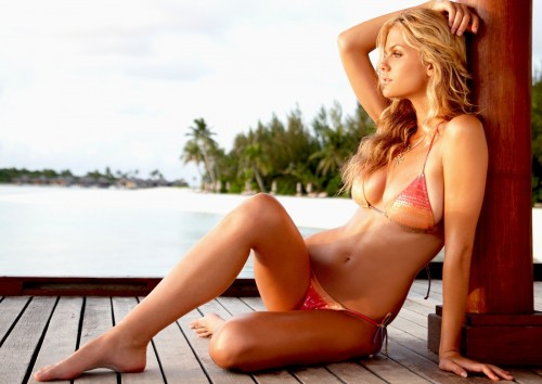Brooklyn-Decker-Battleship-Bikini