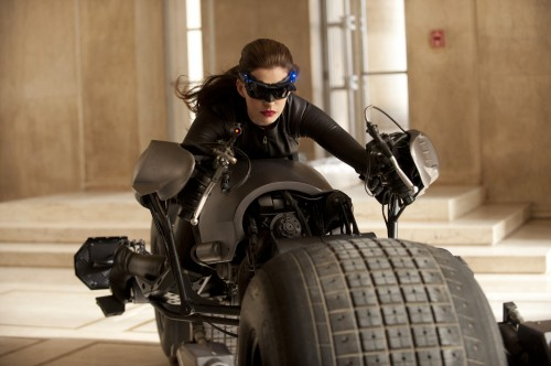 Anne-Hathaway-Catwoman-Pic
