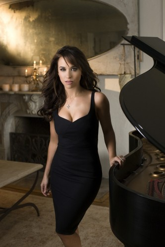 lacey_chabert_hot_black