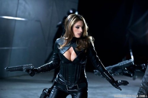 Kelly_Brook_Breasts_Leather