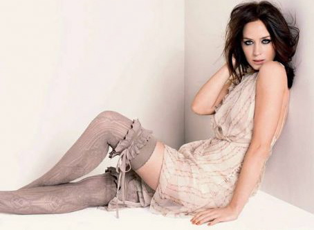 Emily-Blunt-Stockings
