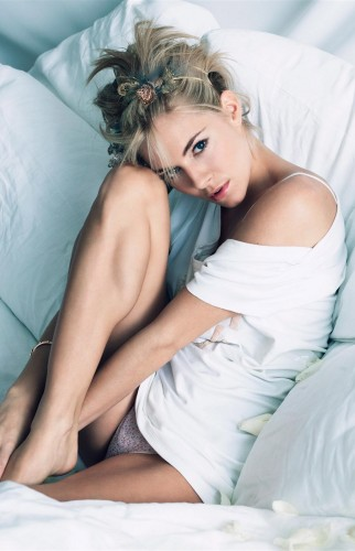 sienna-miller-panty-shot