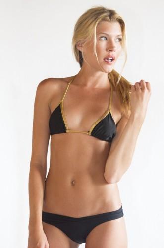 Sharon-Hinnendael-bikini