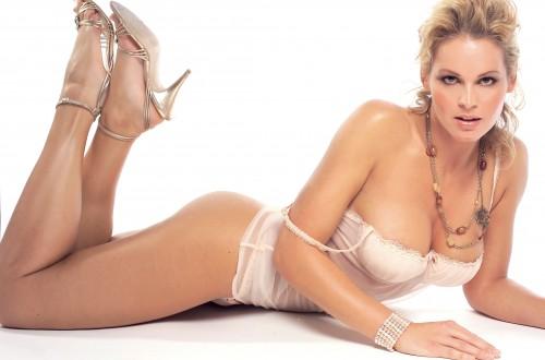 Judit-Viktor-busty-sexy