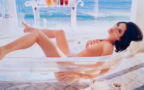 Lara-Flynn-Boyle-Nude