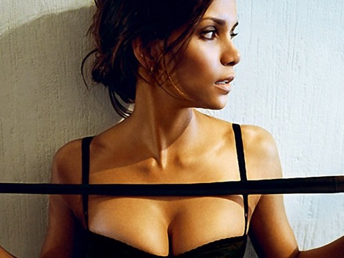 Halle-Berry-hot