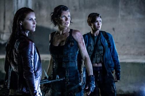 Mila-Jovovich-Ali-Larter-Resident-Evil