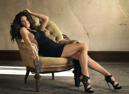 Ashley-Greene-Leggy