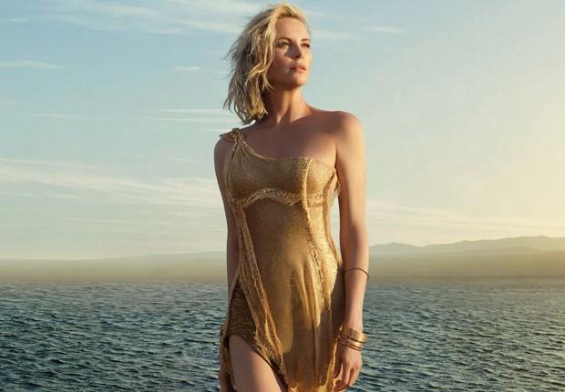 Charlize Theron posando desnuda para Playboy 1999