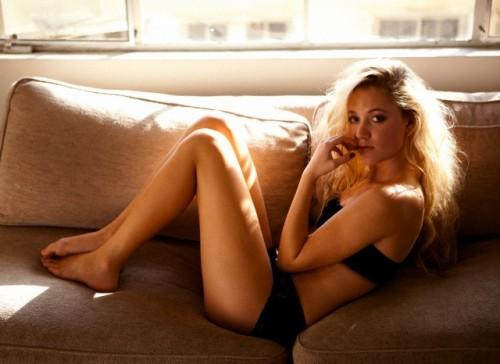 Maika-Monroe-hot